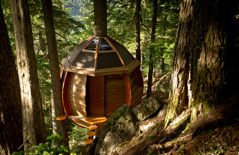 カナダウィスラーにる秘密のツリーハウス「The HemLoft」