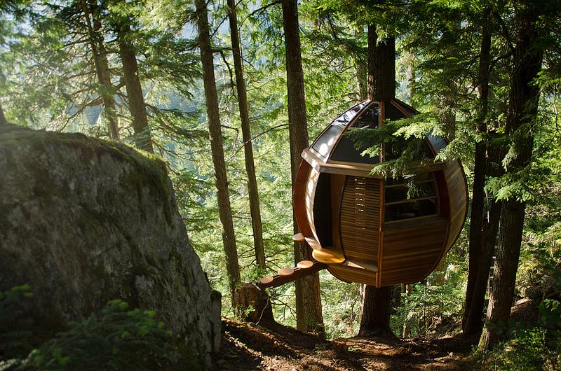 カナダウィスラーにる秘密のツリーハウス「The HemLoft」1