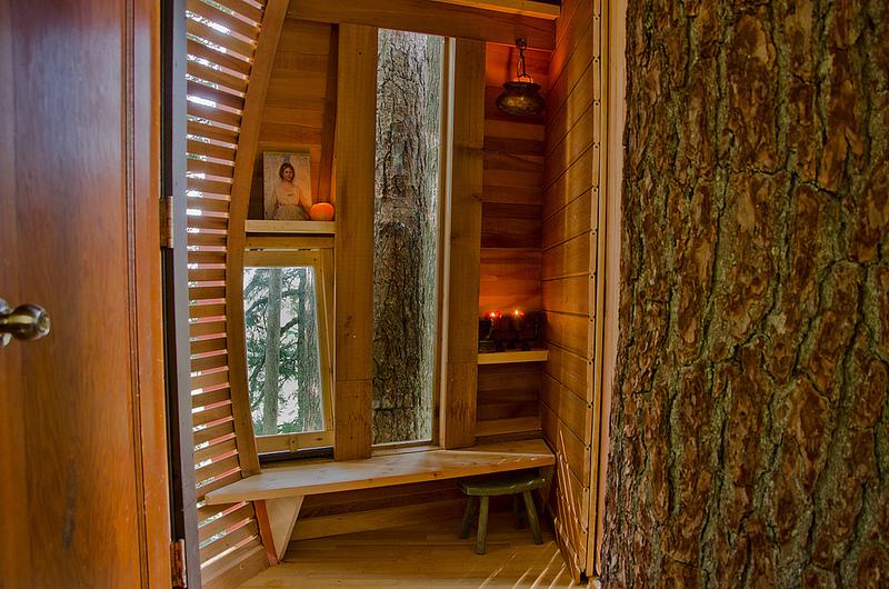 カナダウィスラーにある秘密のツリーハウス「The HemLoft」10