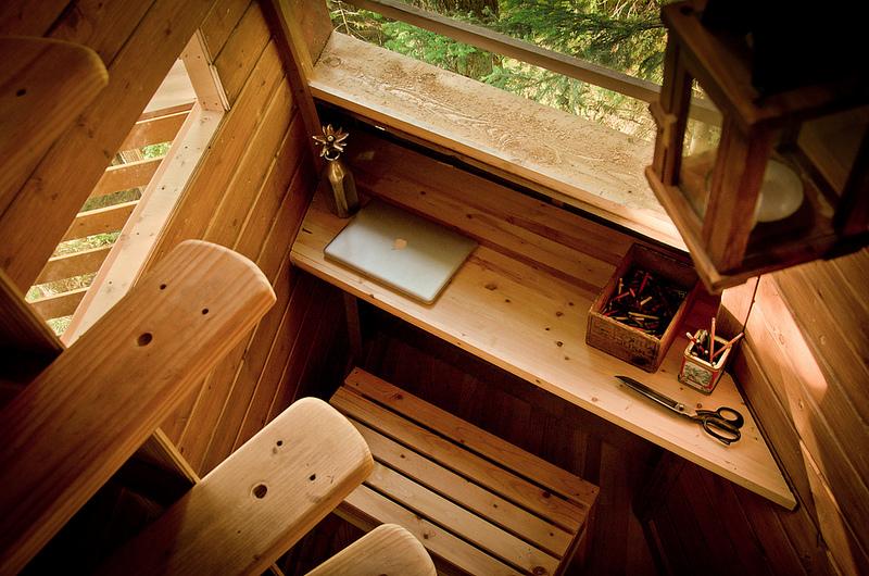 カナダウィスラーにある秘密のツリーハウス「The HemLoft」16