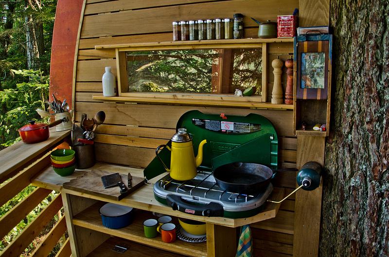 カナダウィスラーにある秘密のツリーハウス「The HemLoft」14