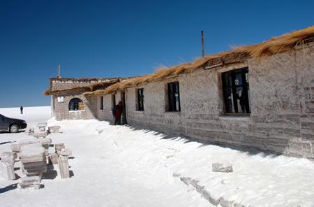 ウユニ塩湖にある塩で出来たホテル2