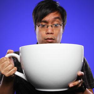 ec57_worlds_largest_coffee_cup_inhand