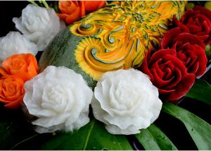 野菜や果物などを使ってつくられる彫刻7