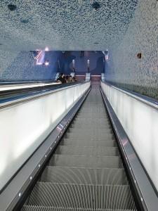 イタリアのナポリにある地下鉄トレドの美しいモザイク画13