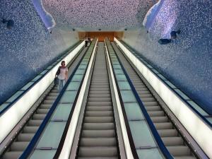 イタリアのナポリにある地下鉄トレドの美しいモザイク画9