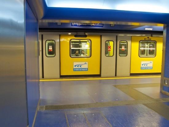 イタリアのナポリにある地下鉄トレドの美しいモザイク画15