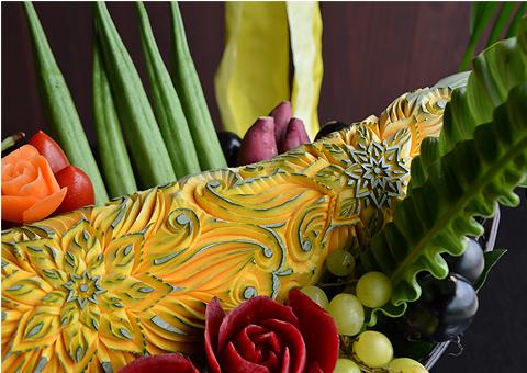野菜や果物などを使ってつくられる彫刻5
