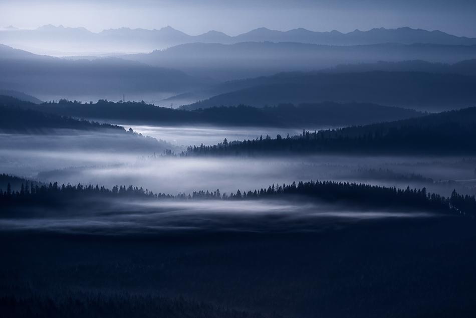 この世のものとは思えない美しい霧がたちこめる自然風景写真7