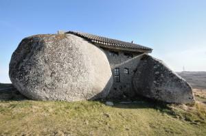 スタジオジブリ作品「ハウルの動く城」に出てきそうな石の家4