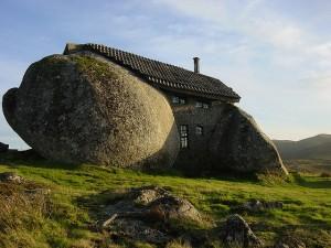 スタジオジブリ作品「ハウルの動く城」に出てきそうな石の家5
