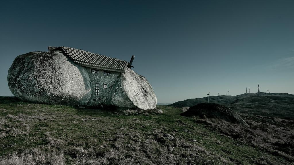 スタジオジブリ作品「ハウルの動く城」に出てきそうな石の家9