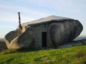 スタジオジブリ作品「ハウルの動く城」に出てきそうな石の家7