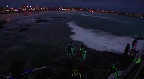 ボンダイビーチでのナイトサーフィン2