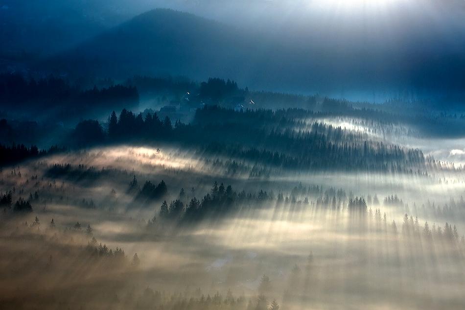 この世のものとは思えない美しい霧がたちこめる自然風景写真9