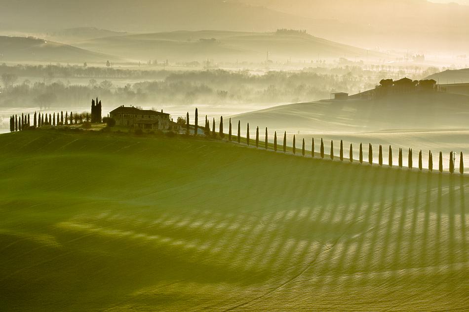 ファンタジーの世界のような自然風景写真