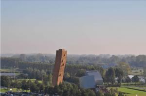 世界一高い人工クライミング施設「エクスカリバータワー」3