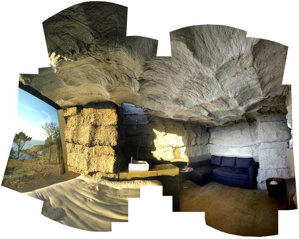 土の中から発掘されたトリュフのようにつくられた、原始人が住んでいそうな住宅22