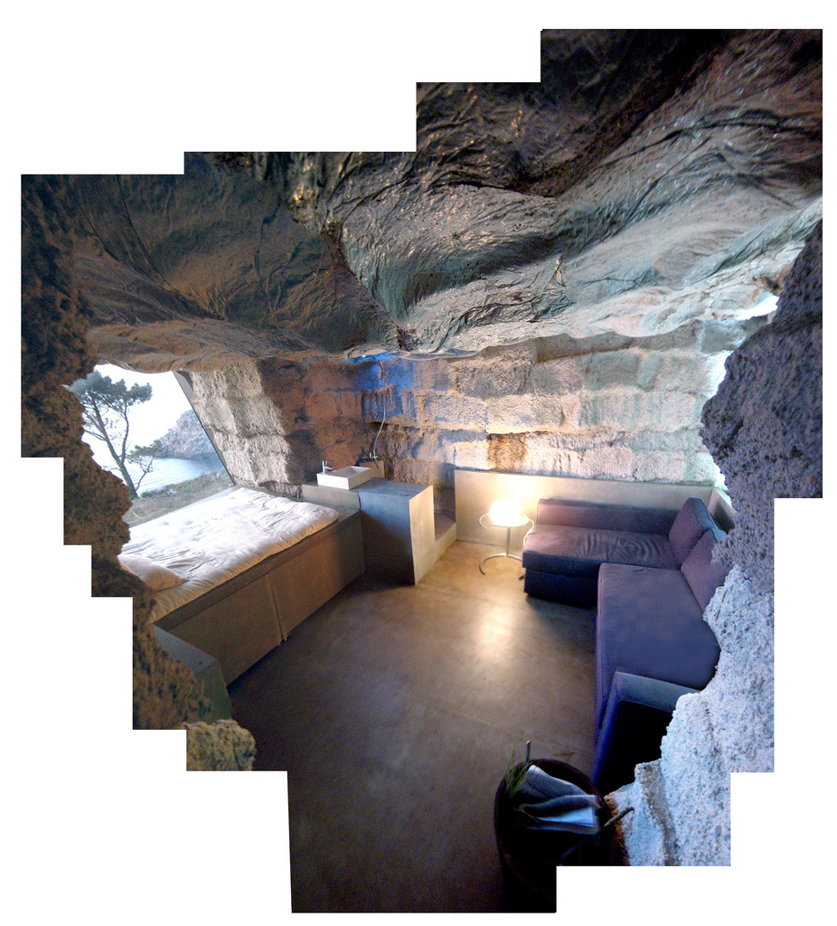 土の中から発掘されたトリュフのようにつくられた、原始人が住んでいそうな住宅21