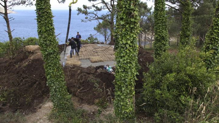 土の中から発掘されたトリュフのようにつくられた、原始人が住んでいそうな住宅6