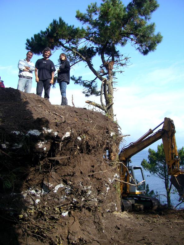 土の中から発掘されたトリュフのようにつくられた、原始人が住んでいそうな住宅9