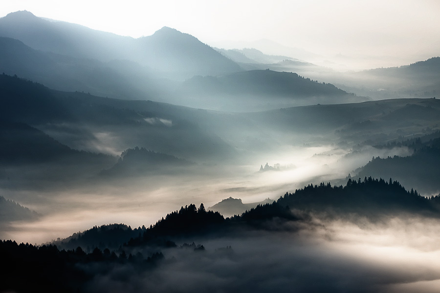 この世のものとは思えない美しい霧がたちこめる自然風景写真18