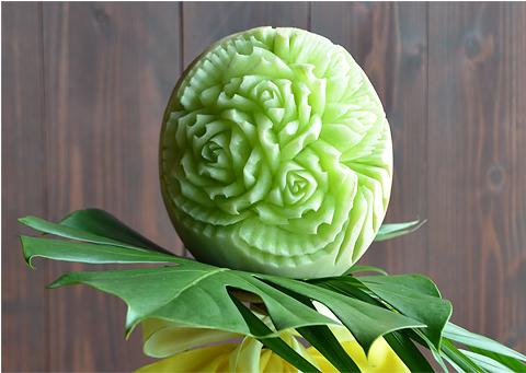野菜や果物などを使ってつくられる彫刻11