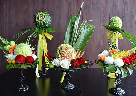野菜や果物などを使ってつくられる彫刻