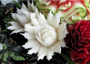 野菜や果物などを使ってつくられる彫刻4