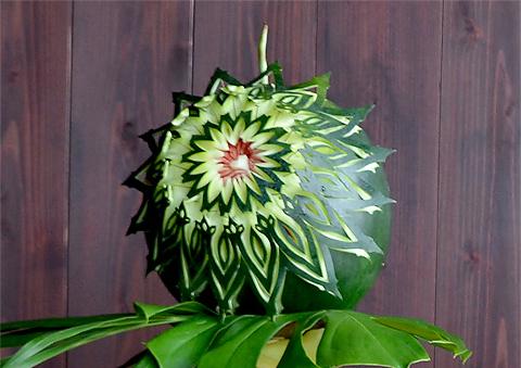 野菜や果物などを使ってつくられる彫刻10
