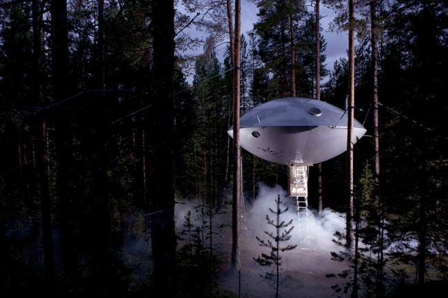 宇宙人が住んでいそうなUFOようなホテル1
