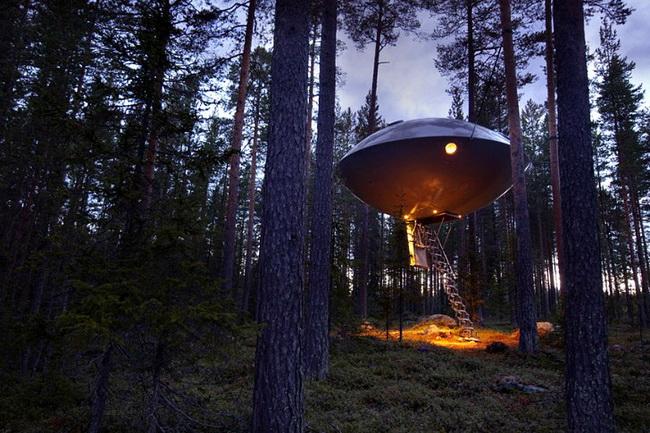 宇宙人が住んでいそうなUFOようなホテル2
