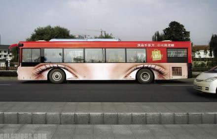 【世界の広告】バスを利用した広告6