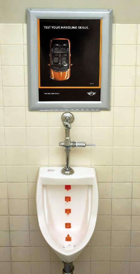 あっと驚くトイレの中の広告9