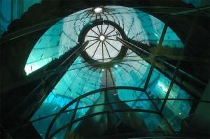 ホテル内の巨大なアクアリウム8