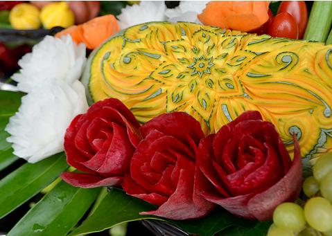 野菜や果物などを使ってつくられる彫刻6