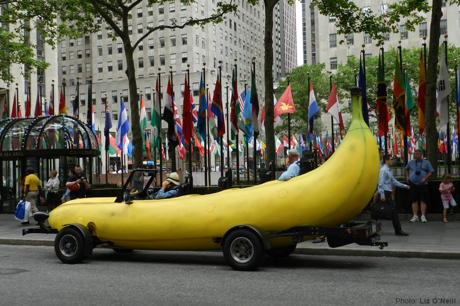マリオカートに出てきそうな車バナナカート