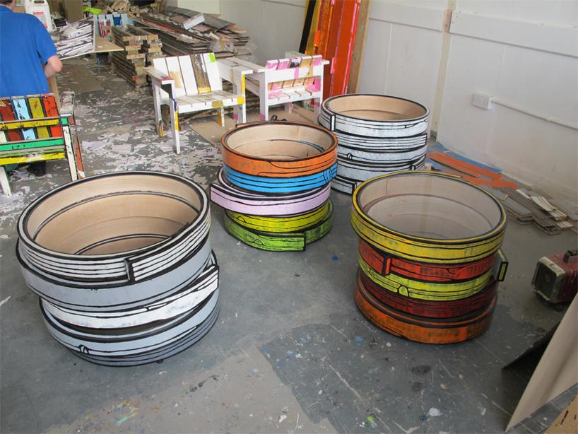 カラフルなタイヤのようなテーブル7