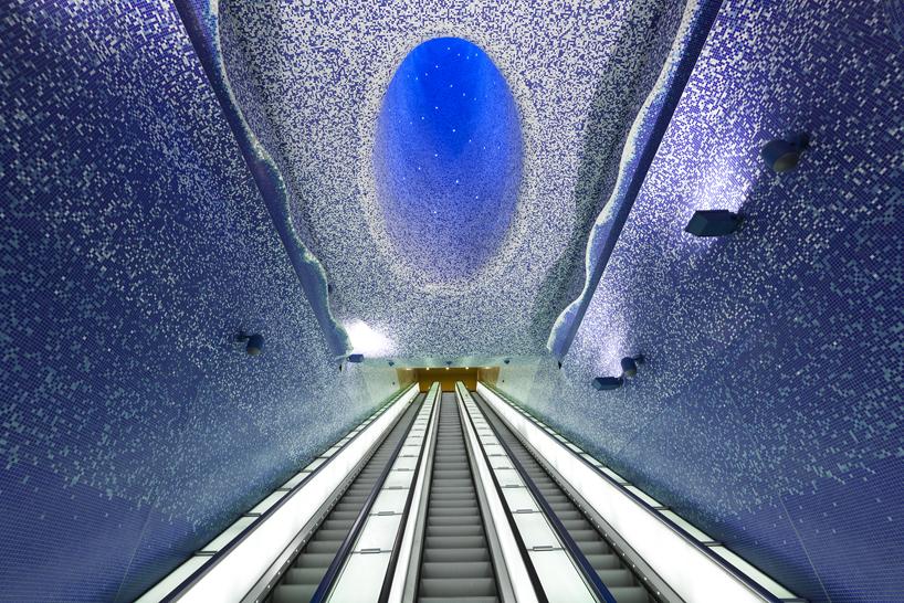 イタリアのナポリにある地下鉄トレドの美しいモザイク画2