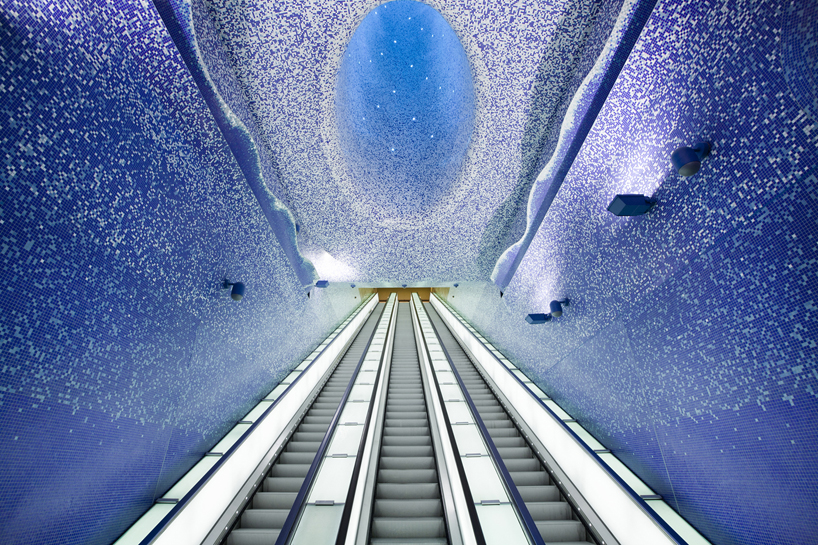 イタリアのナポリにある地下鉄トレドの美しいモザイク画3