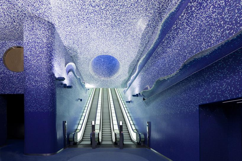 イタリアのナポリにある地下鉄トレドの美しいモザイク画5