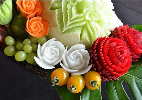 野菜や果物などを使ってつくられる彫刻9