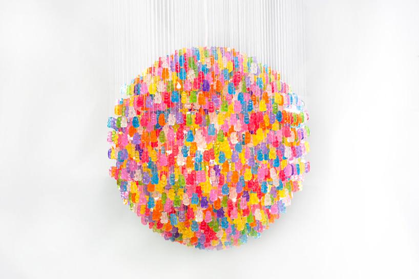 """3000個のグミを使ってつくったシャンデリア""""candelie""""r01"""