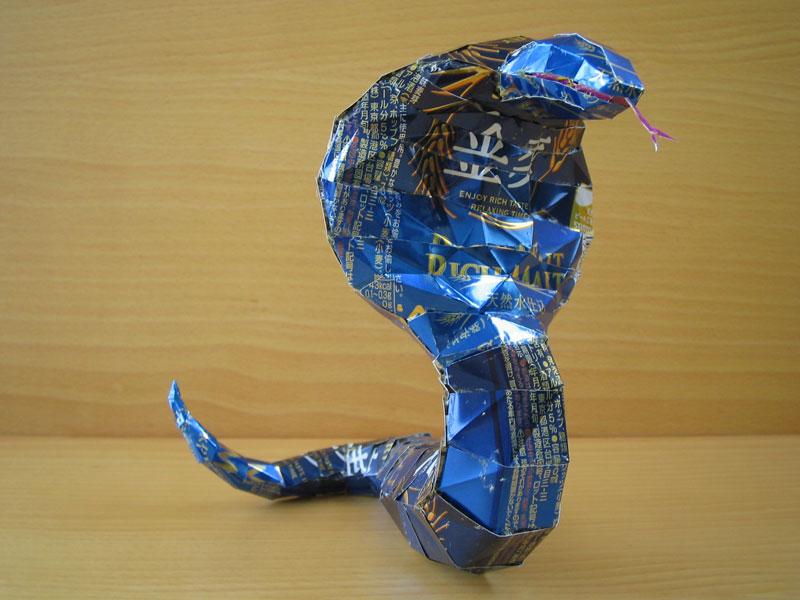 cobra-snake-made-from-aluminum-cans-japanese-artist-makaon
