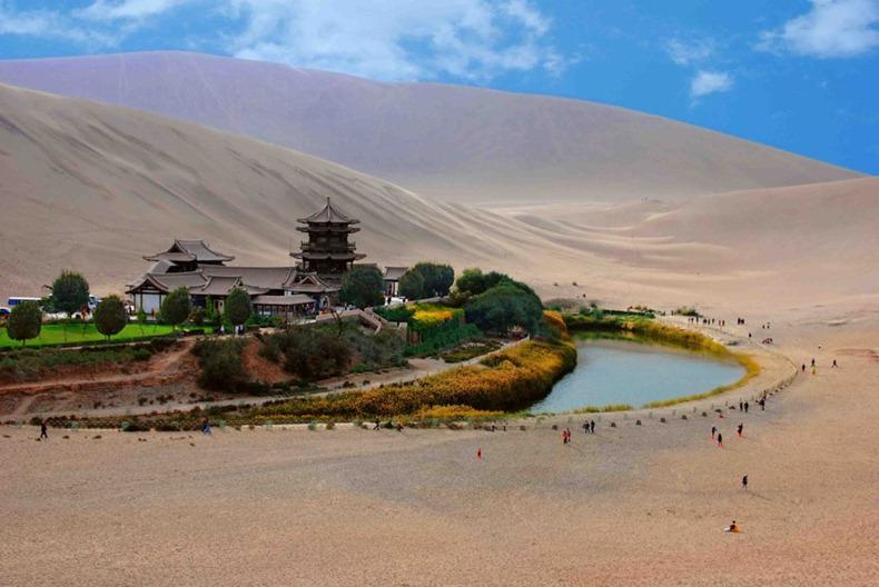 砂漠の中の三日月湖6