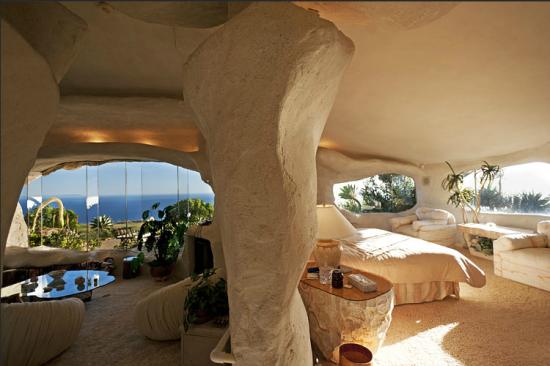 マリブにある石の家10