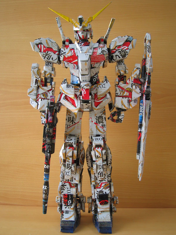 gundam-made-from-aluminum-cans-japanese-artist-makaon