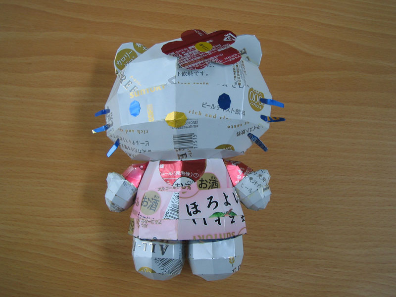 hello-kitty-made-from-aluminum-cans-japanese-artist-makaon