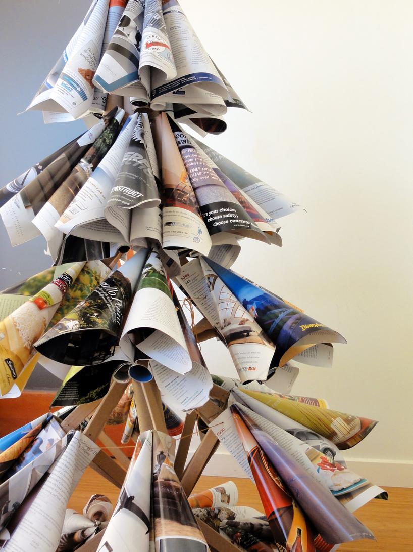 古い雑誌でつくられたクリスマスツリー6