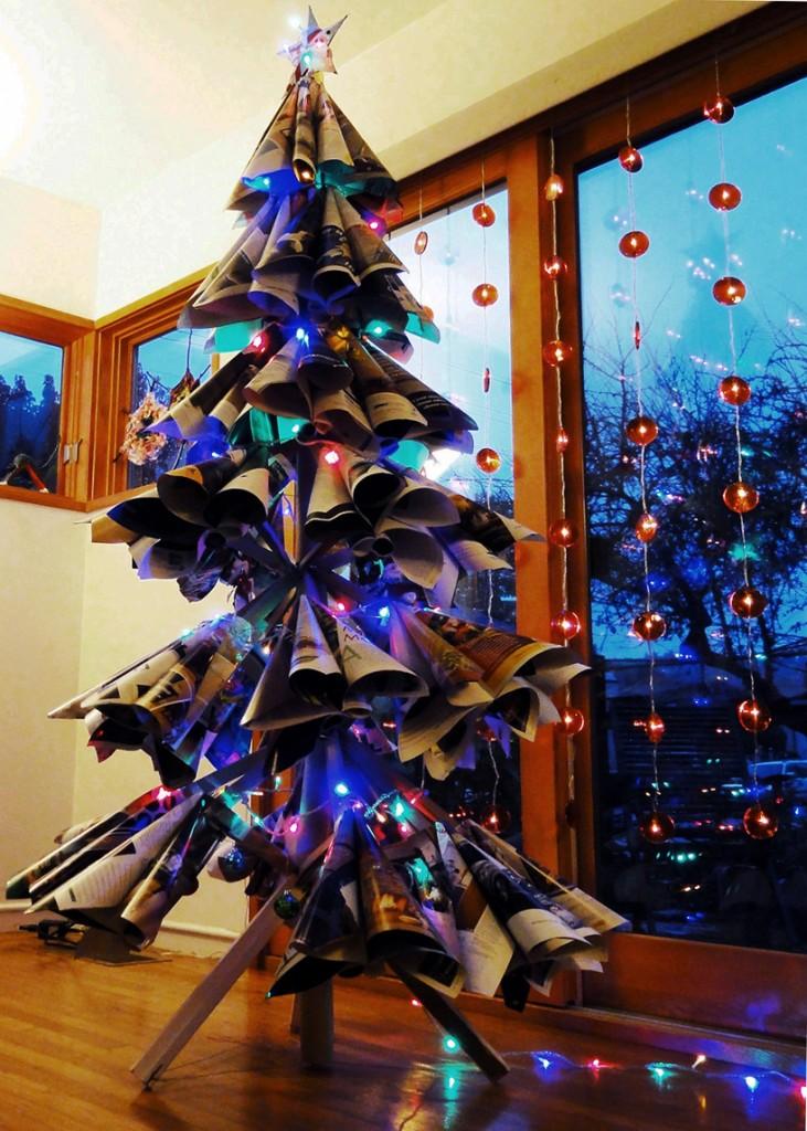 古い雑誌でつくられたクリスマスツリー7